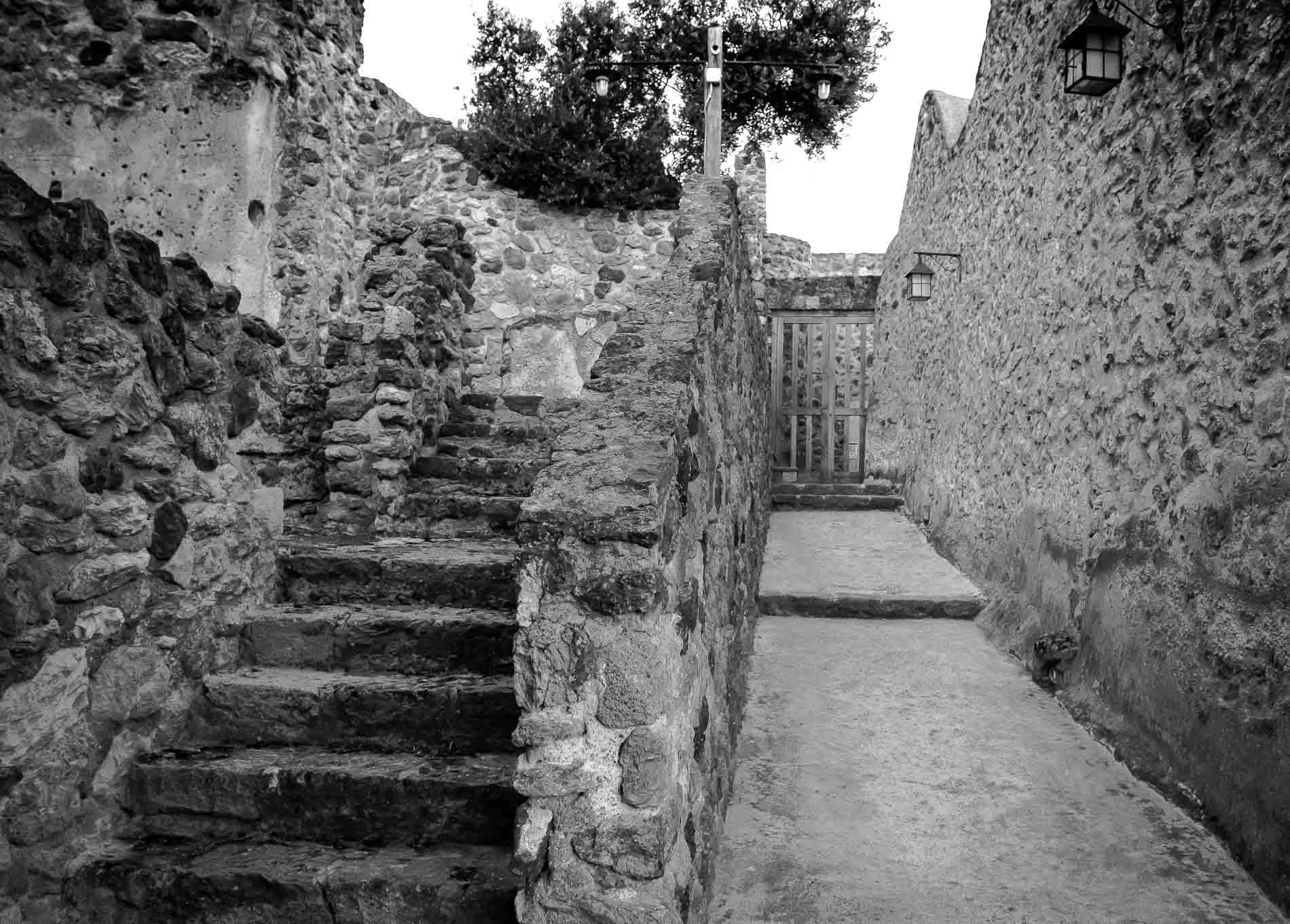 Castello Aragonese, sentiero