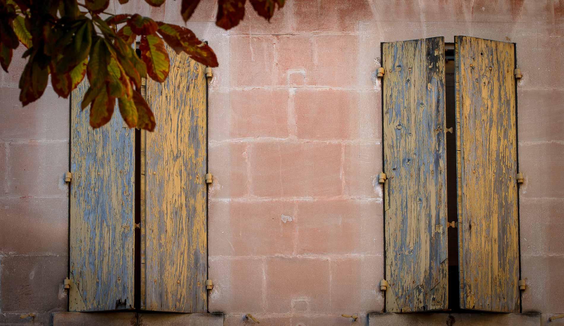 St-Remy-de-Provence, coppia di persiane d'autunno