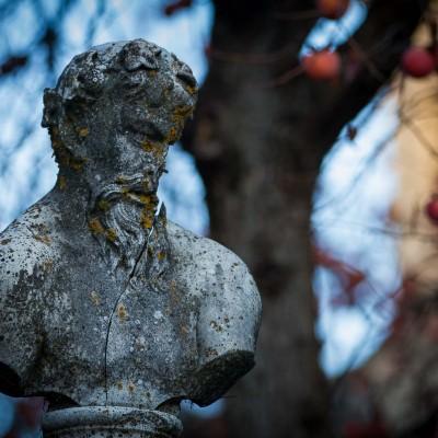 Granada, busto in giardino