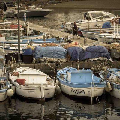 Borgo di Sant'Angelo. Barche di pescatori.
